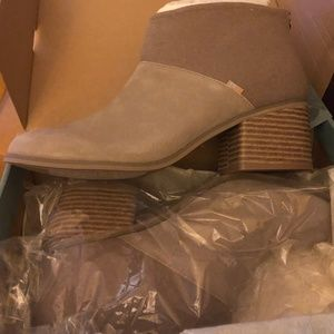 Toms Boots Lacy Desert Taupe Suede/Felt size 11